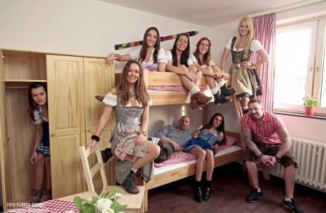 hostel hamburg auf der reeperbahn hamburger alm. Black Bedroom Furniture Sets. Home Design Ideas